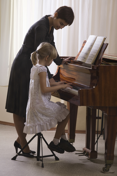 How to play Piano. Learn how to play the piano at WKMT