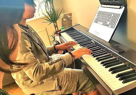 Sharing experiences about piano tuition